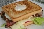 Sandwich con huevo y bacon