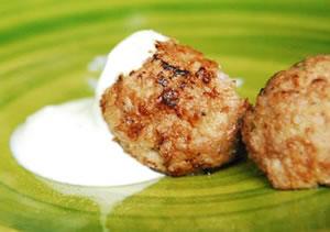 Albóndigas de cordero con salsa de yogur